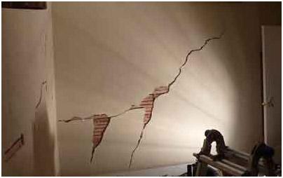 Результат усадки здания при использовании обычной цементно-известковой штукатуркой